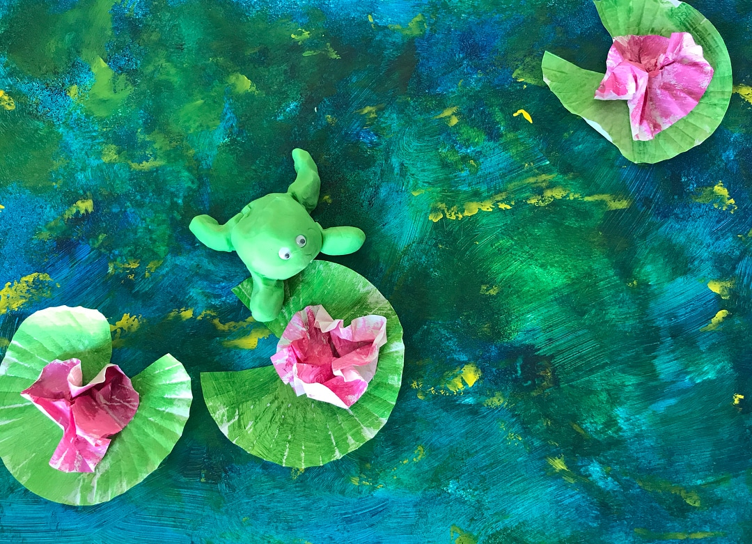 Les Petits Painters art classes for children, toddlers use clay for fine motor skills development, pour and splatter paint for pond texture, cupcake liners for lilies