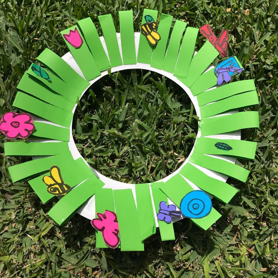 A green crafted Christmas wreath created by our students at one of our art sessions | LesPetitsPainters.com.au